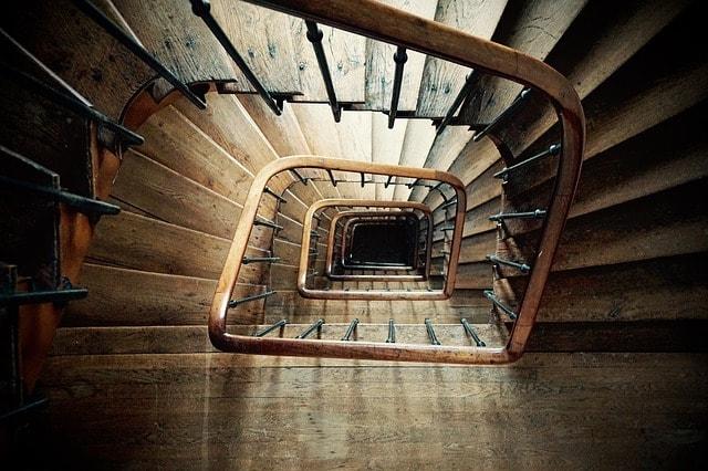 astuces nettoyer escalier bois
