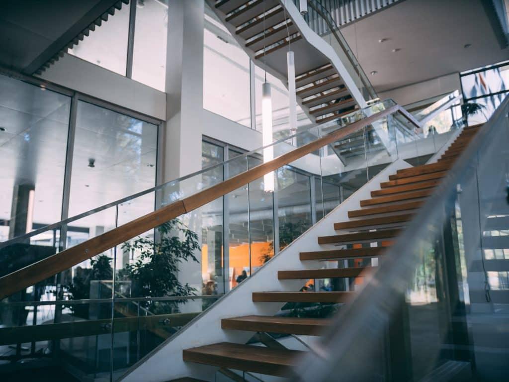 nettoyer un escalier en bois